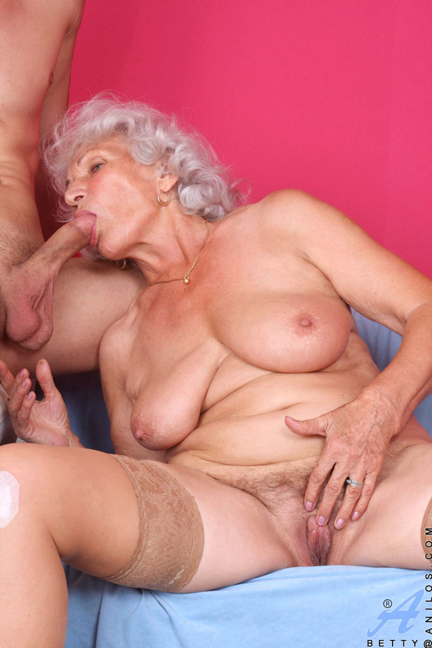 Old Mom Enjoys Her First Anal Sex - YouPorncom