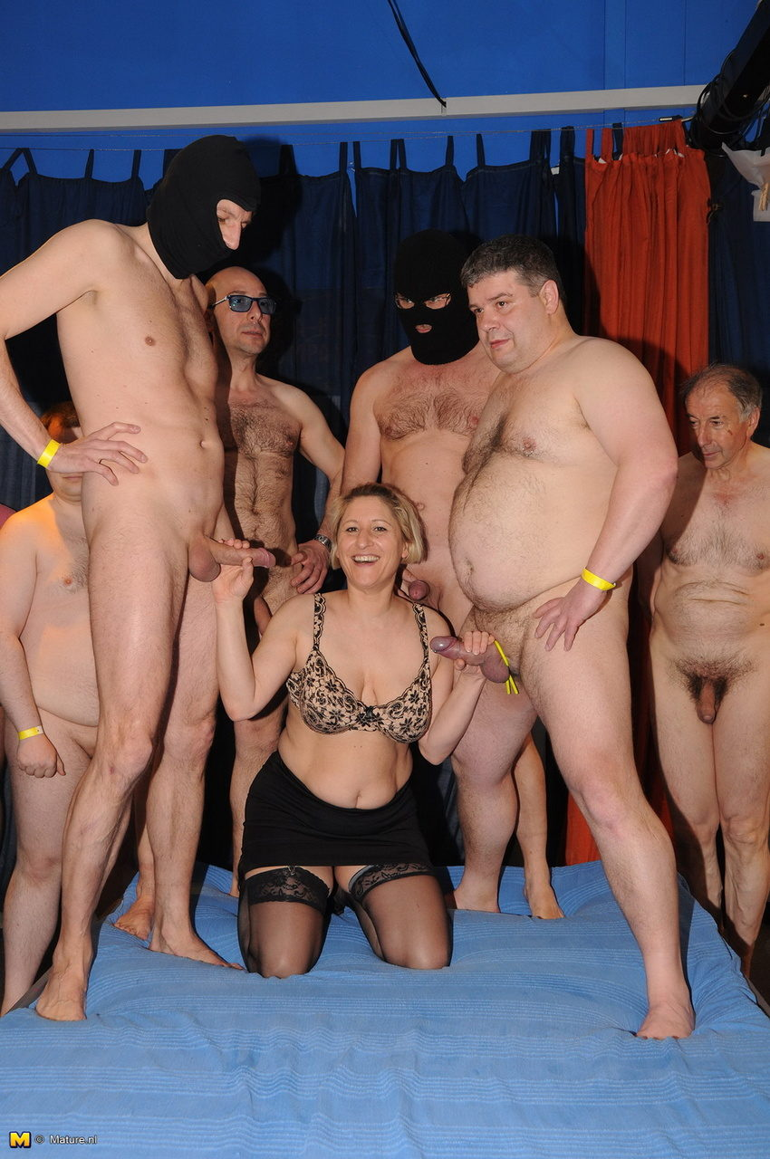 Hemmungsloser Sex bei Deutscher Gangbang Party
