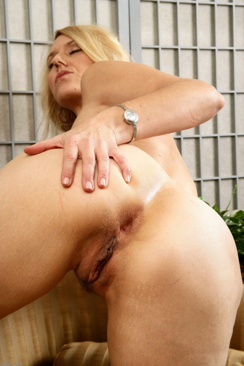 Mom with a plump ass amp small tits fucked with 2 guys at once 4