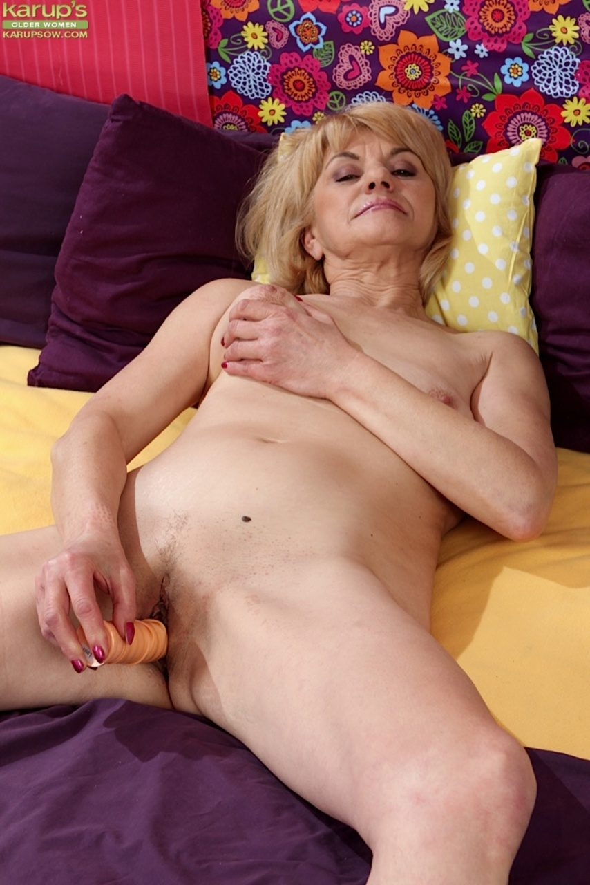 Granny fucks in the lounge then the kitchen - 3 8