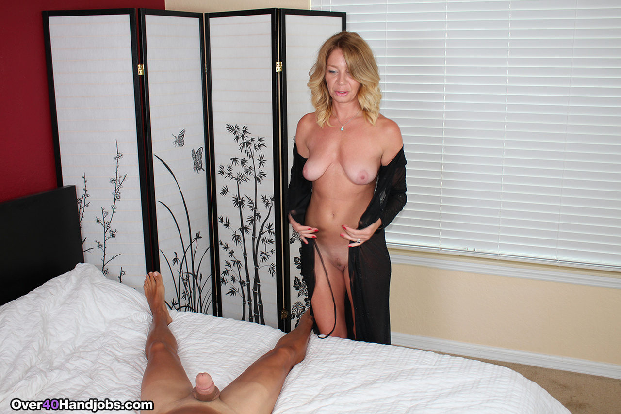 Cougar mom loves her attention hd 093017 - 2 part 4