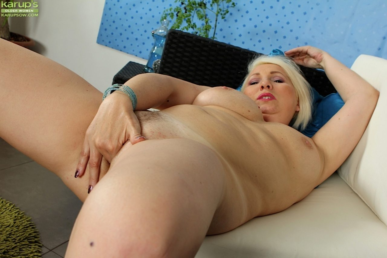 Slutty blonde has a nasty double penetration with the boys 5